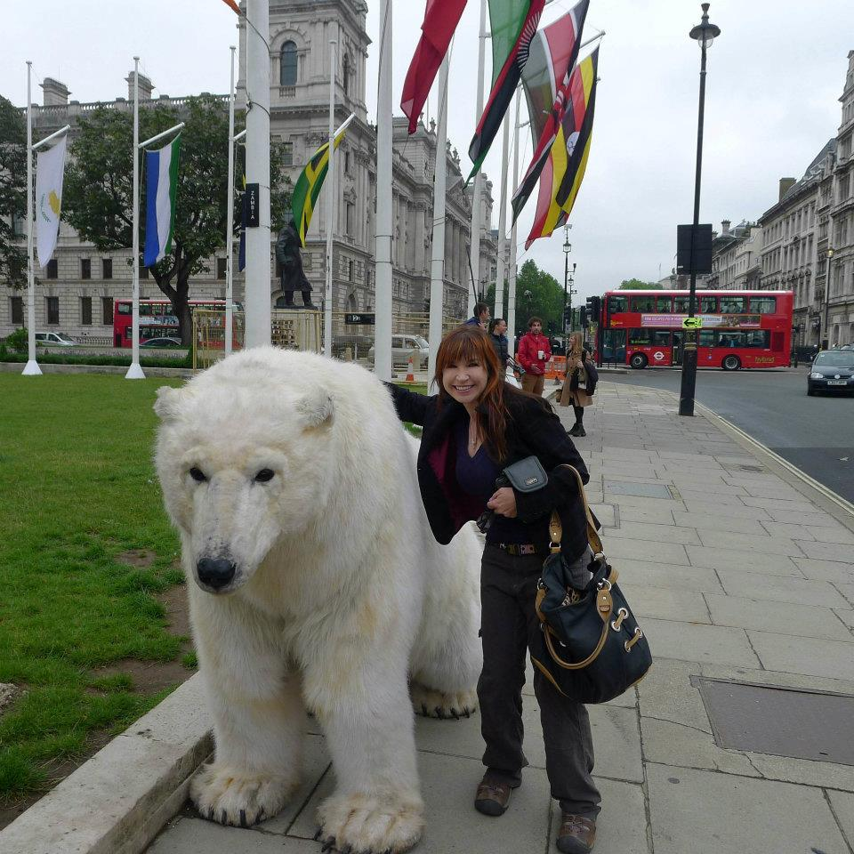 Cynthia's fans come in all shapes & sizes, including this REAL polar bear in London!