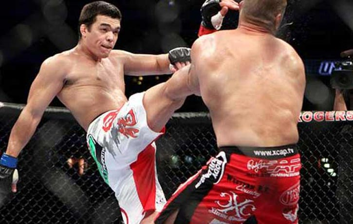Loyoto Machida executes a Crane Kick