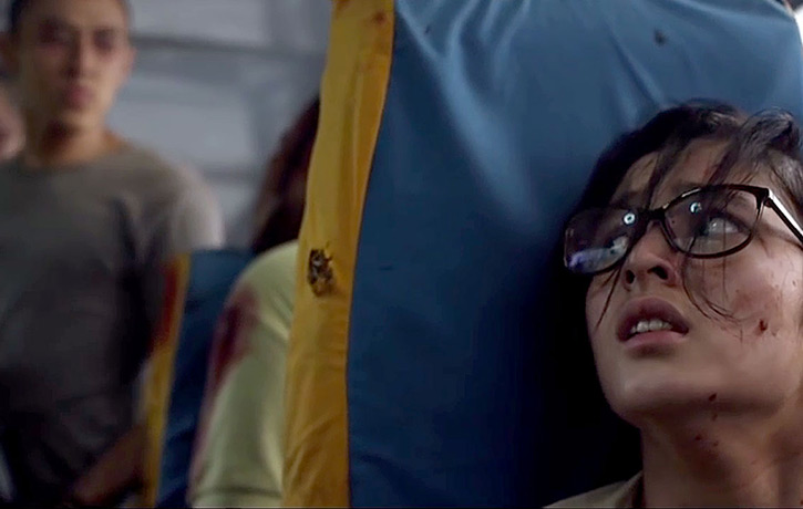 Ailin attempts hiding in the tense bus scene