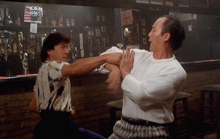 Old school moves in this bar fight
