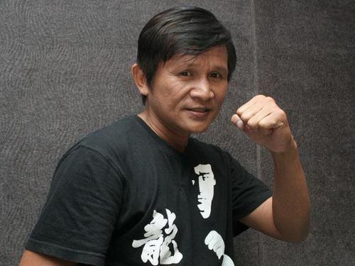 Panna Rittikrai(in black Bruce Lee t-shirt)