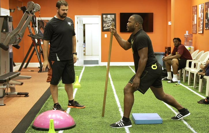 Rashad Evans rebuilds after his knee injury