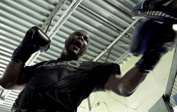Rashad Evans trains around his injury