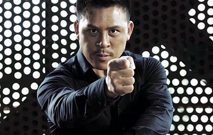 Jiang Li prepares to attack with a Phoenix eye