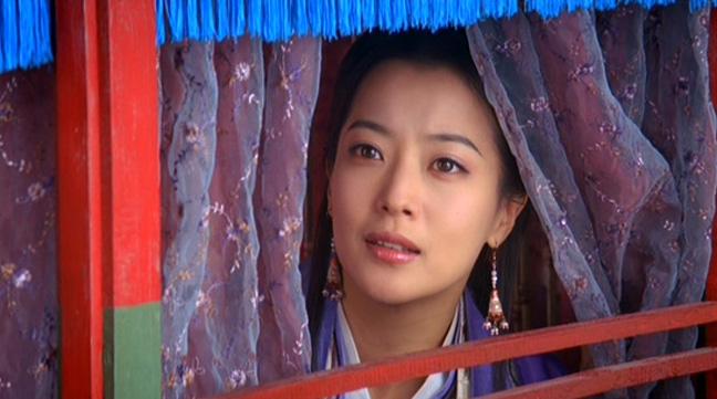 Kim Hee sun plays the beautiful Princess Ok soo