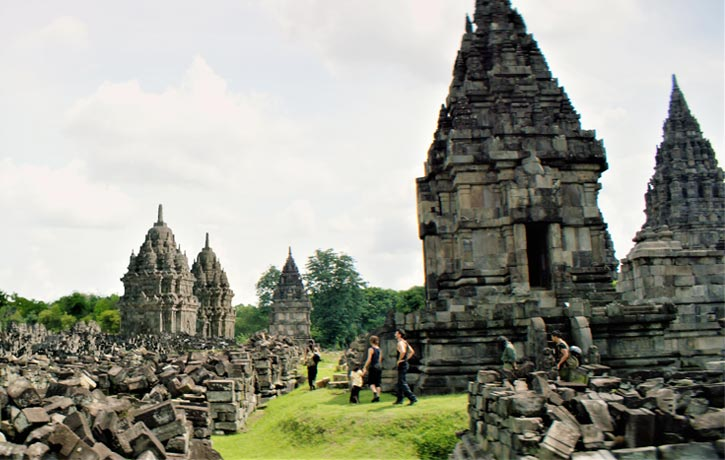 Epic temple looks like Angkor Wat in Cambodia