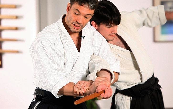 This sensei demonstrates a knife disarm