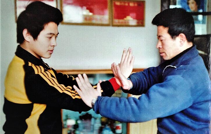 Wu Bin showing Jet Li some applications 1