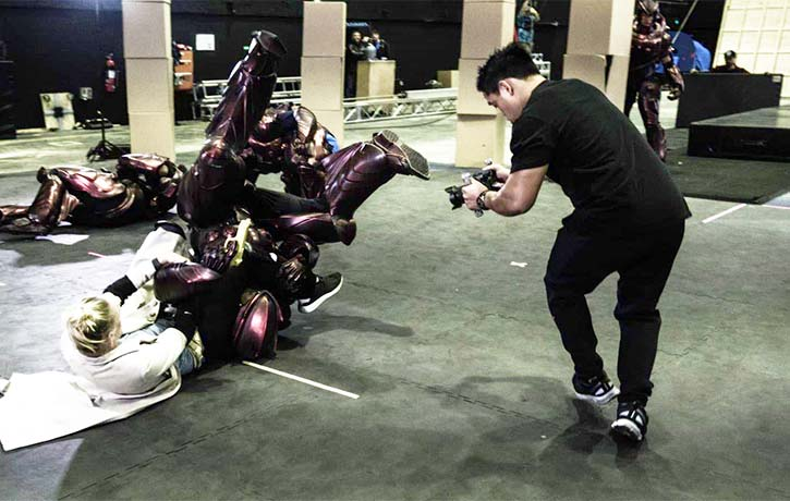 Jon rehearses fights with stunt pros