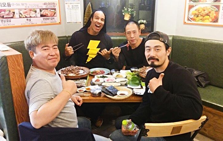 Revenger co stars grab a bite to eat