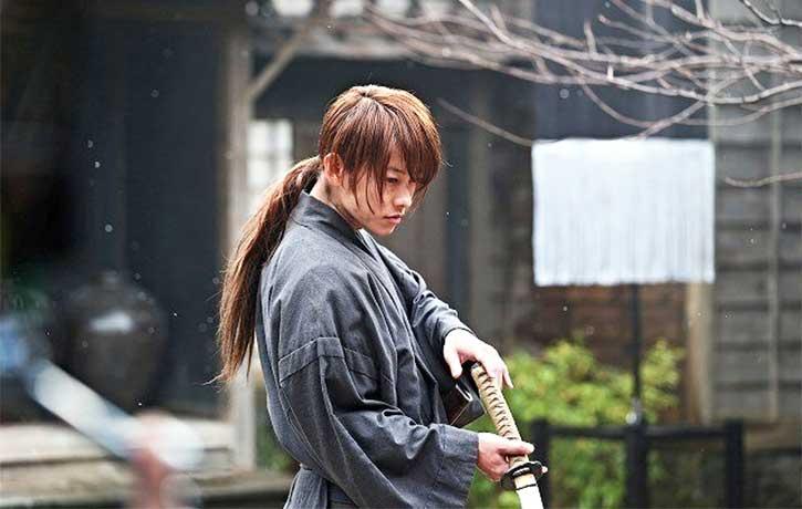 Kenshin unsheaths