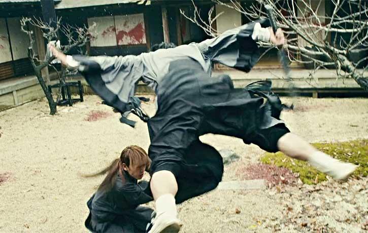 Seta takes flight to avoid a sword slash