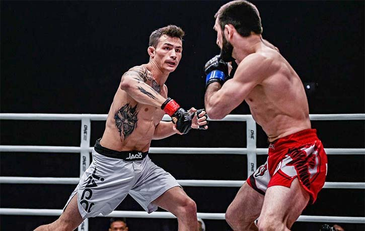 Thanh Le in his One Championship debut against Yusup Saadulaev