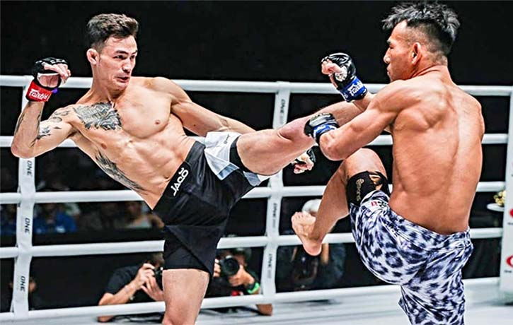 Thanh Le lands his trademark kick on Ryogo Takahashi