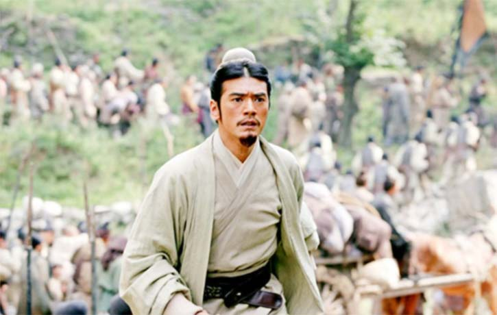 Takeshi Kaneshiro as Zhuge Liang uses his wisdom and cunning