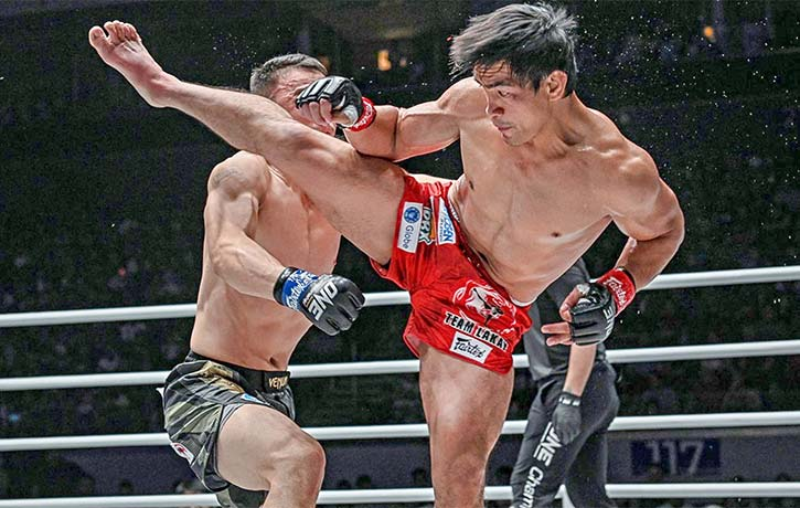 Eduard Folayang with his signature spinning hook kick