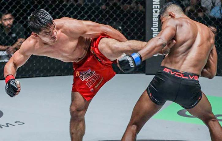 Folayang in one of his greatest bouts against Amir Khan