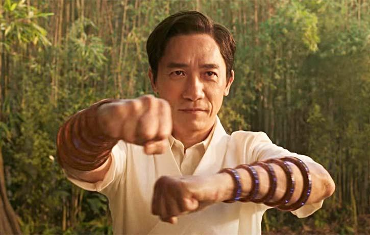Wenwu brings on the power of the Ten Rings